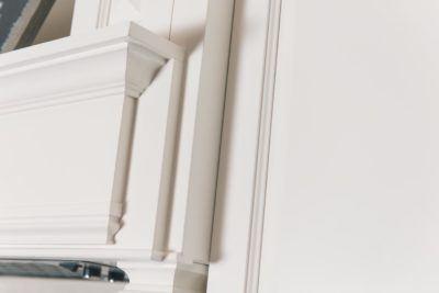 Detail of white decorative range hood shelf